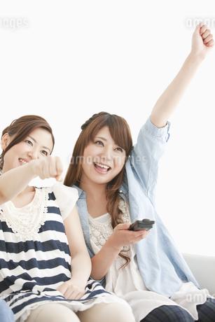 ガッツポーズをしている女性2人の写真素材 [FYI01293816]
