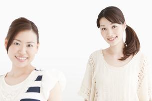笑顔の女性2人の写真素材 [FYI01293943]