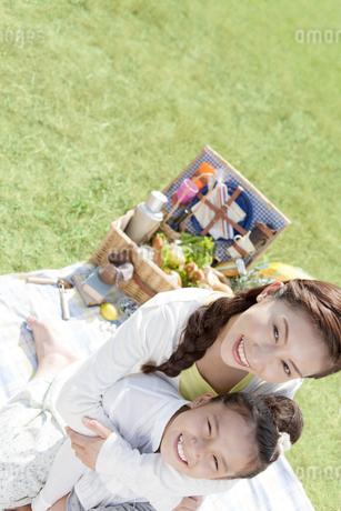 笑顔の母娘の写真素材 [FYI01294060]