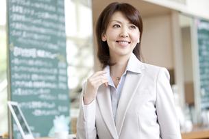 笑顔のビジネスウーマンの写真素材 [FYI01294190]