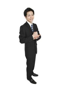 手を叩くビジネスマンの写真素材 [FYI01294379]