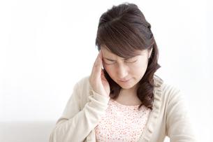 頭痛の女性の写真素材 [FYI01294402]