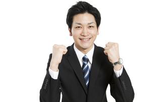 ガッツポーズをするビジネスマンの写真素材 [FYI01294416]