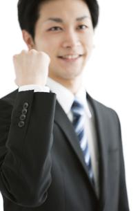 ガッツポーズをするビジネスマンの写真素材 [FYI01294436]