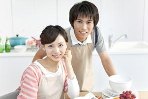 笑顔のカップルの写真素材 [FYI01295110]