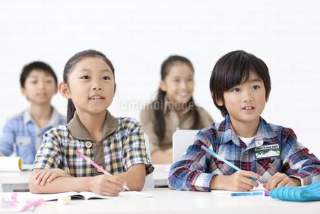 授業を受ける小学生の写真素材 [FYI01295223]