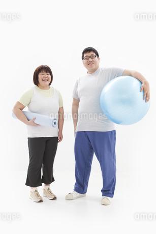 笑顔の肥満カップルの写真素材 [FYI01295231]