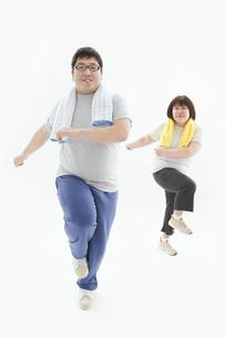 エクササイズをする肥満カップルの写真素材 [FYI01295417]