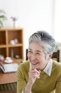 笑顔の中高年女性の写真素材 [FYI01295573]