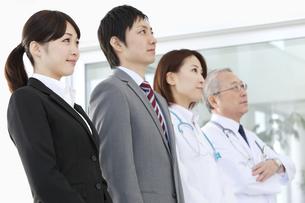 医師とビジネスマンの写真素材 [FYI01295876]