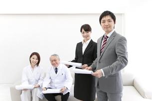 医師とビジネスマンの写真素材 [FYI01295930]