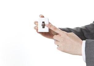 スイッチに触れる手の写真素材 [FYI01296133]