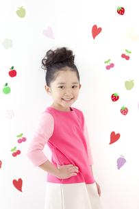 笑顔の女の子の写真素材 [FYI01296317]