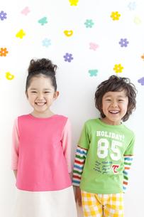 笑顔の男の子と女の子の写真素材 [FYI01296363]