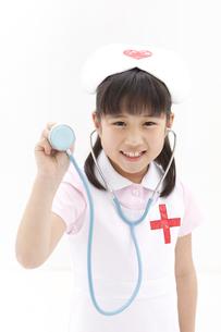 聴診器を持っている女の子の写真素材 [FYI01296556]