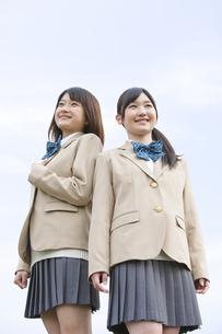 笑顔の女子高生2人の写真素材 [FYI01296557]