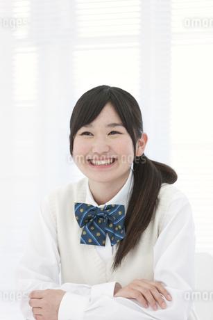 笑顔の女子高生の写真素材 [FYI01296597]