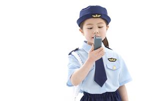 トランシーバーを持つ女の子の写真素材 [FYI01296628]
