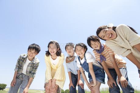 笑顔の子供6人の写真素材 [FYI01297155]