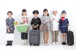 コスチュームを着た子供6人の写真素材 [FYI01297265]