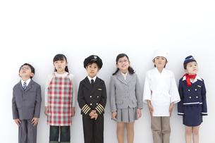 コスチュームを着た子供6人の写真素材 [FYI01297326]