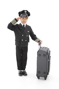 パイロットの格好をしている男の子の写真素材 [FYI01297341]