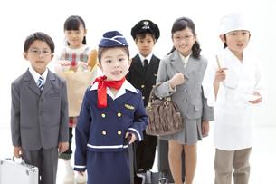 コスチュームを着た子供6人の写真素材 [FYI01297349]