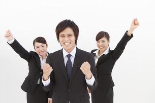 ガッツポーズするビジネスマンとビジネスウーマンの写真素材 [FYI01298642]