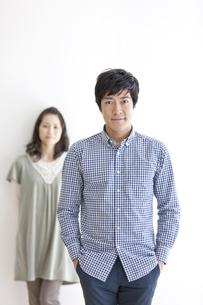 ほほえむ男性と女性の写真素材 [FYI01298683]