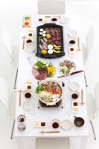 食卓の上の料理の写真素材 [FYI01298888]