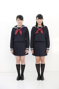 笑顔の女子校生2人の写真素材 [FYI01299727]