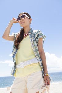 サングラスをかけている女性の写真素材 [FYI01299886]