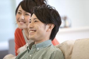 笑顔のカップルの写真素材 [FYI01300994]