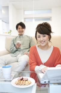 笑顔のカップルの写真素材 [FYI01301047]