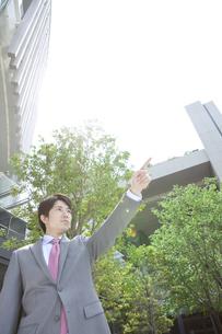 指差すビジネスマンの写真素材 [FYI01301562]