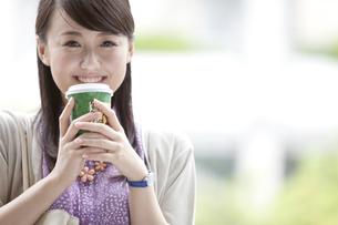 笑顔のビジネスウーマンの写真素材 [FYI01302154]