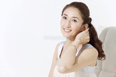 笑顔の女性の写真素材 [FYI01302460]
