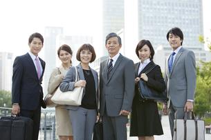 ビジネスマンとビジネスウーマン6人のポートレートの写真素材 [FYI01303188]