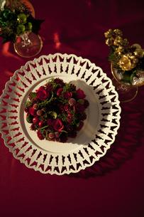 お皿の上のリースの写真素材 [FYI01303339]