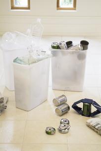 3個のリサイクル箱の写真素材 [FYI01303387]