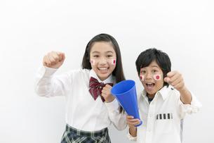 応援する姉と弟の写真素材 [FYI01303630]