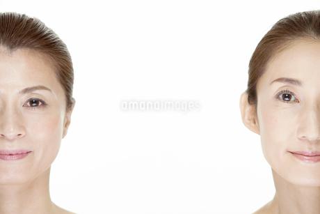 中高年女性2名の美容イメージの写真素材 [FYI01303780]