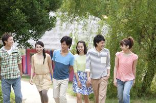 笑顔の若者6人の写真素材 [FYI01304016]