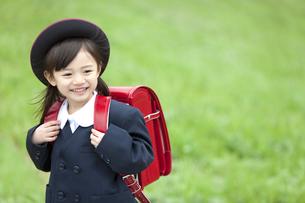 笑顔の女の子の写真素材 [FYI01304058]