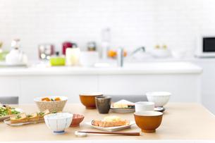 朝の食卓イメージの写真素材 [FYI01305749]