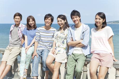 笑顔の男女6人の若者の写真素材 [FYI01305938]