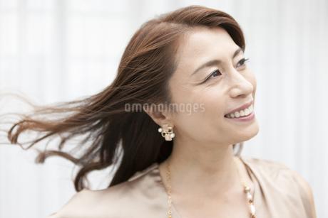 笑顔の中年女性の写真素材 [FYI01306416]