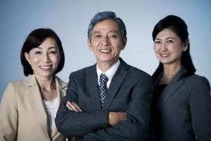 笑顔のビジネスマン3人の写真素材 [FYI01307512]