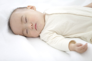 眠っている赤ちゃんの写真素材 [FYI01308942]