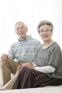 笑顔のシニア夫婦の写真素材 [FYI01309092]
